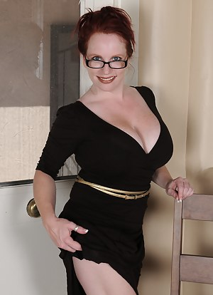 Free MILF Glasses Porn Pictures